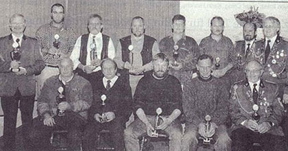 Siegerfoto der teilnehmenden  Mannschaften beim Pokalschiessen zum 10-jährigen Bestehen der Sportschützen in  der Disziplin Luftgewehr und KK Einzel