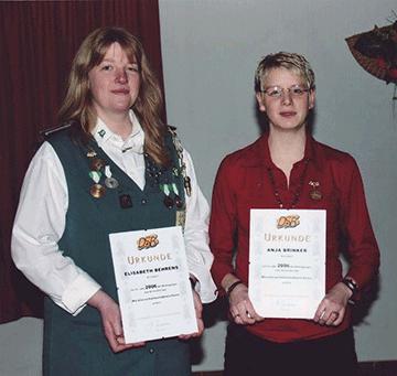 Meisterschützenabzeichen für  Elisabeth Behrens und Anja Brinker